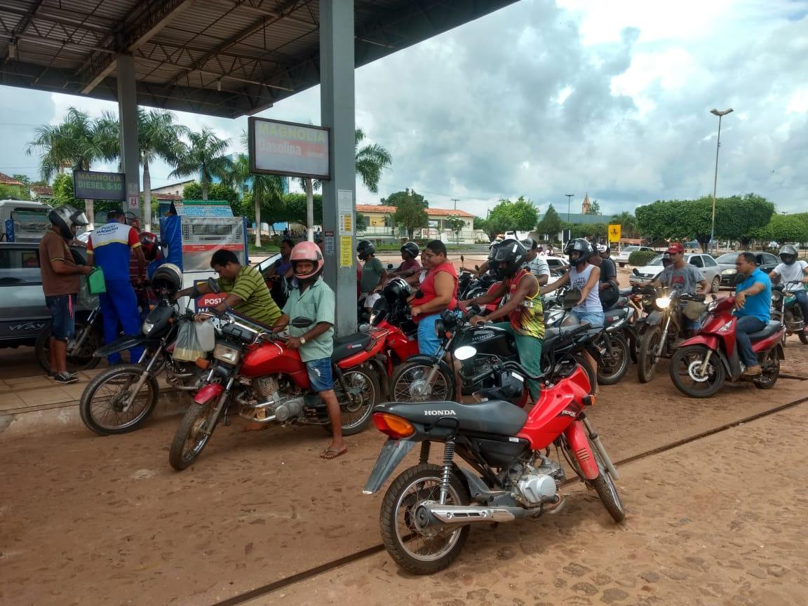 Temendo desabastecimento  novaolindenses fazem filas em postos de combustíveis