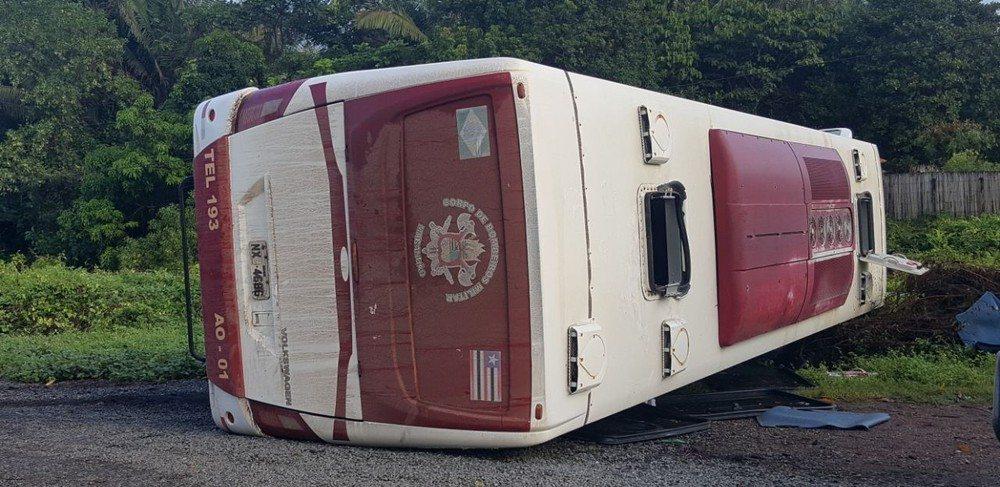 Ônibus com voluntários da Cruz Vermelha sofre acidente no Maranhão
