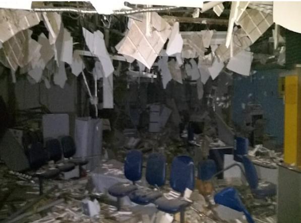 Bandidos explodem agência bancária em São Luís Gonzaga