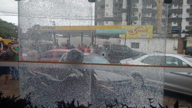 Assaltantes trocam tiros com policiais em agência do Banco do Brasil em São Luís