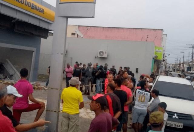 Terror em Humberto de Campos: Bandidos fuzilam quartel da PM e explodem agência do BB