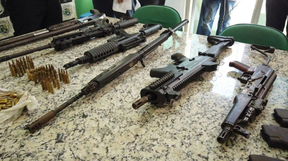 Fuzis e carro utilizado em assaltos a bancos no Maranhão são apreendidos no Piauí