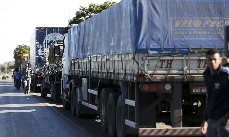 PRF recebe doações de alimentos e kits de higiene para caminhoneiros