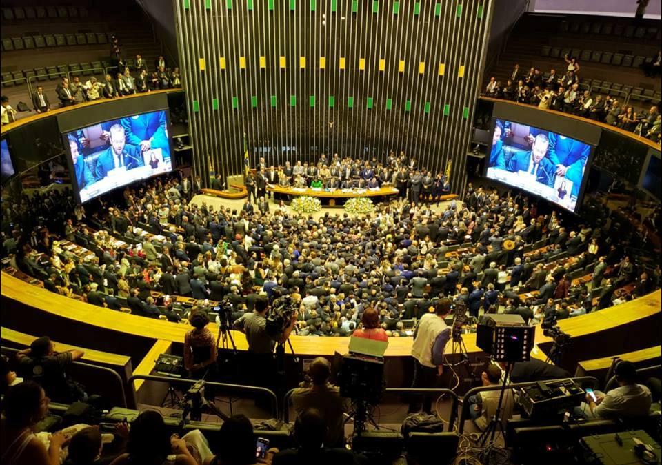 Câmara aprova em primeiro turno PEC que adia eleições para 15 e 29 de novembro
