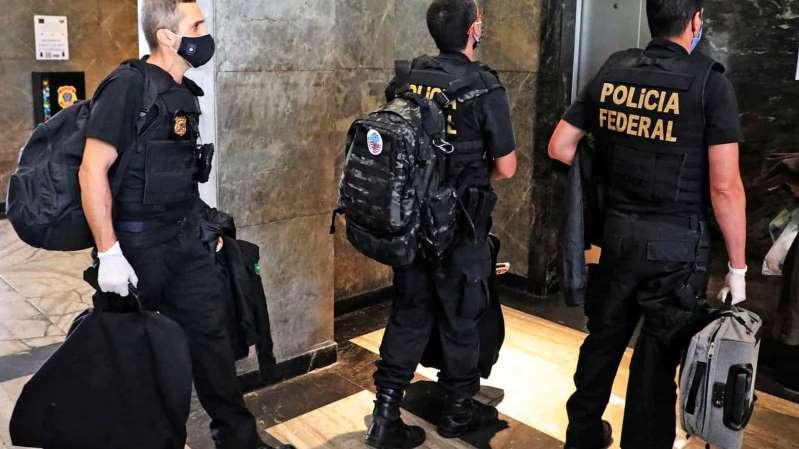 Ex-advogado de Bolsonaro e advogados de Lula são alvos de operação