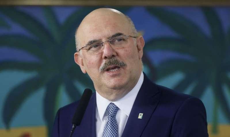 Ministro da Educação diz que por ele aulas voltariam amanhã