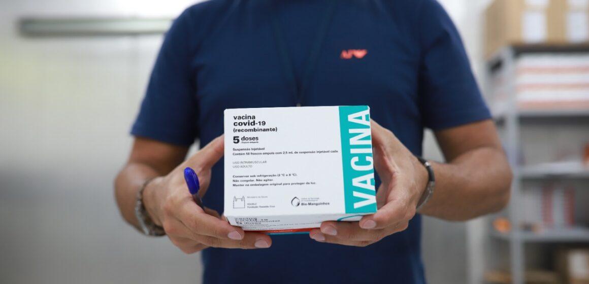 Governo recebe e distribui a municípios novas doses de vacinas contra a Covid-19