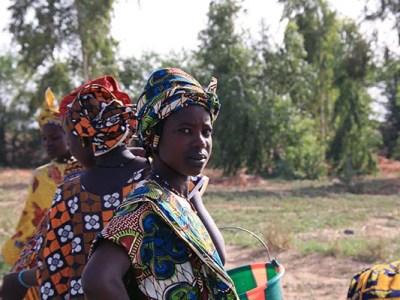 Refuerzo de la estructura de producción agrícola de mujeres rurales en Malí: transformando productos para transformar vidas