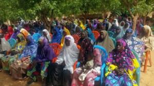Las mujeres de la comuna de Djiratawa en la ceremonia del lancement