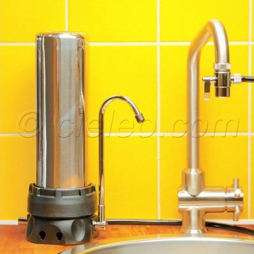 du robinet avec un filtre au charbon actif