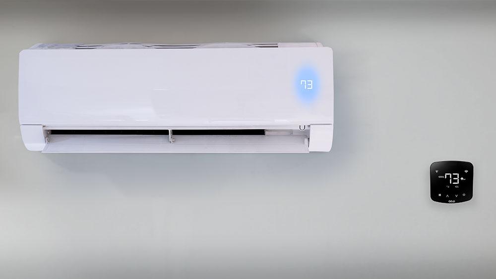 Vazamento de refrigerante AC no verão.