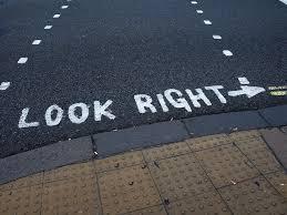 ¿Por qué en algunos países se conduce a la izquierda y en otros a la derecha?
