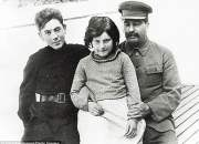 Stalin con sus hijos Vasily y Svetlana