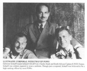 Hanns Scharff con dos de sus prisioneros VIP