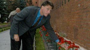 Michael Foal deposita clavel en el Kremlin