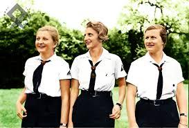 Jovencitas alemanas en uniforme de la BDM