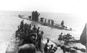 El U-506 recoge sobrevivientes del Laconia