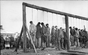 Rusos ahorcados por los nazis