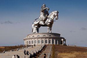 Genghis Khan gigante