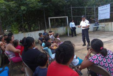 Policía municipal de Solidaridad escucha y atiende a los ciudadanos