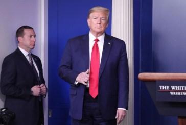 Donald Trump suspende la inmigración por dos meses