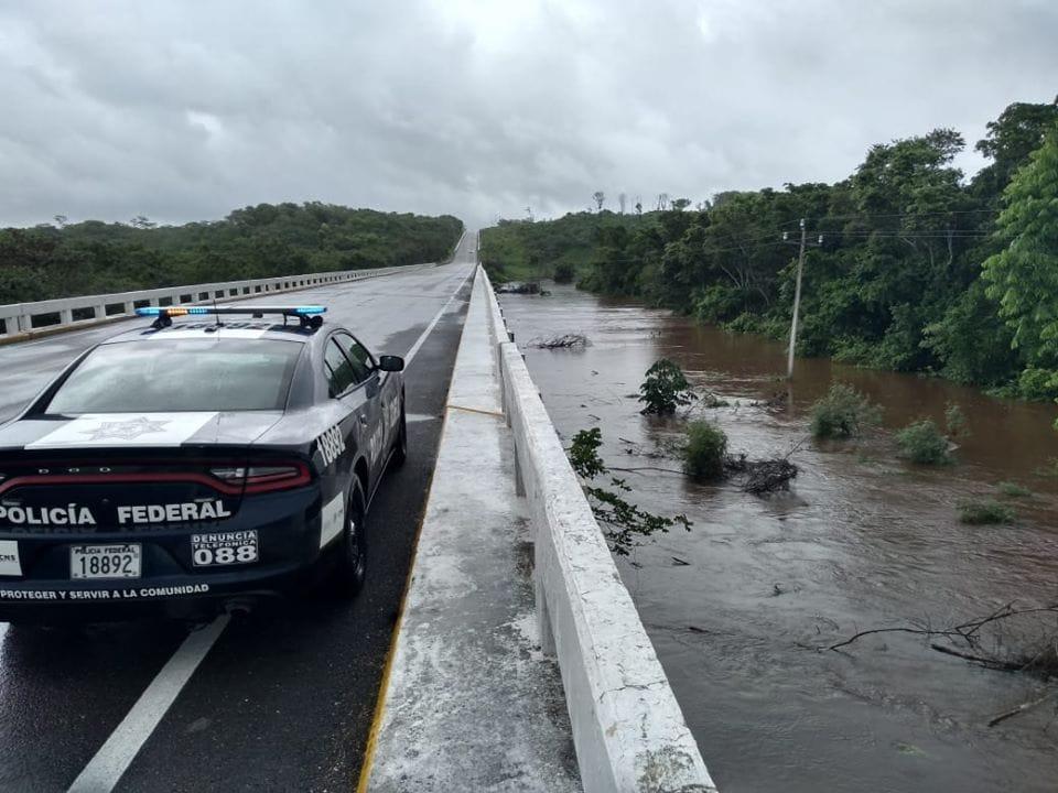 Escurrimientos provocan cierres carreteros en puntos diversos del sureste