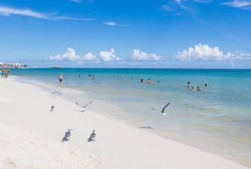 Locales y turistas abarrotan las playas pero sin medidas sanitarias de protección