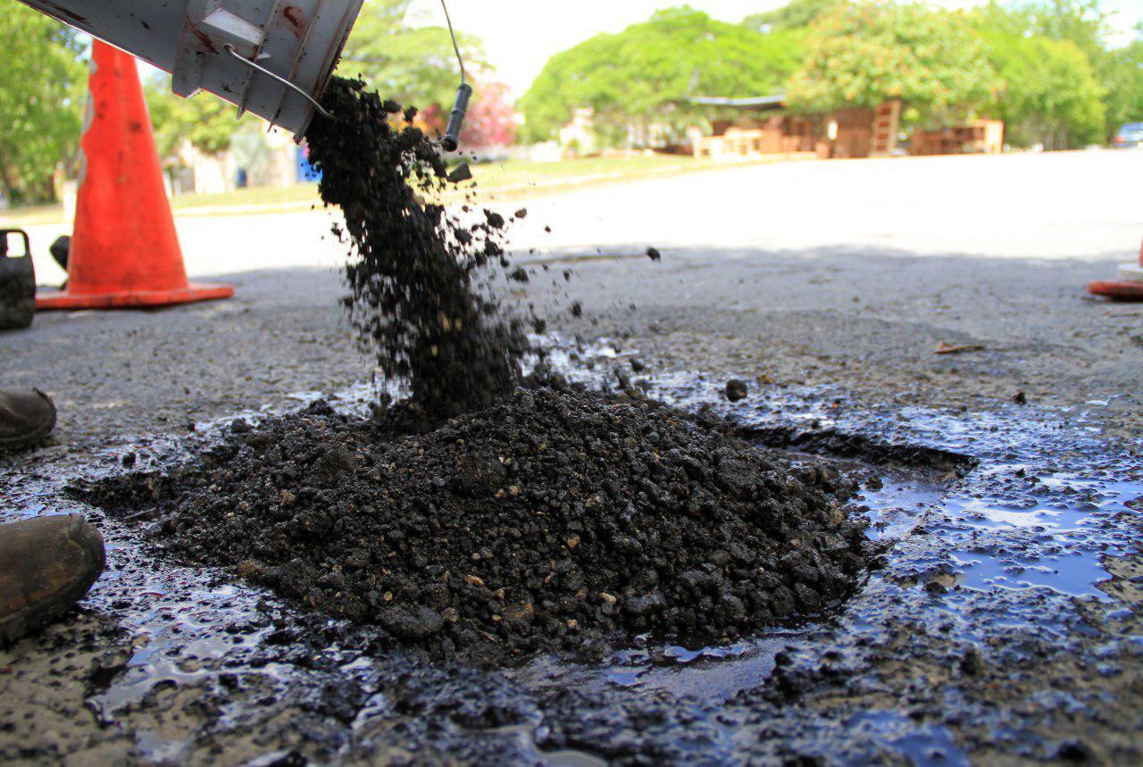 Gobierno de Laura Fernández da mantenimiento a calles y avenidas de Puerto Morelos