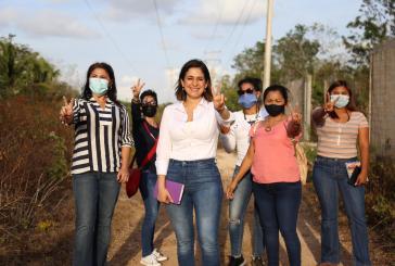 ESTEFANÍA MERCADO RECORRE VIVIENDAS DE LÁZARO CÁRDENAS