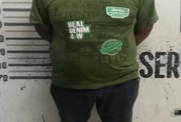Policías detienen a violento sujeto por insultar a su ex mujer