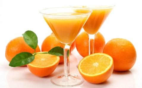 kadehte portakal suyu
