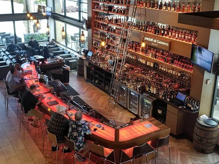 Davidoff Of Geneva Cigar Bar - Idee per la decorazione di interni