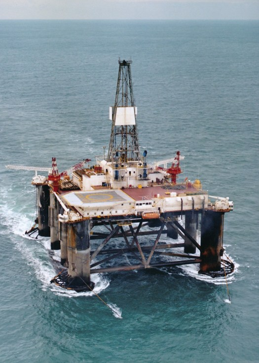 Semi-submersible drilling rig Sedco 707