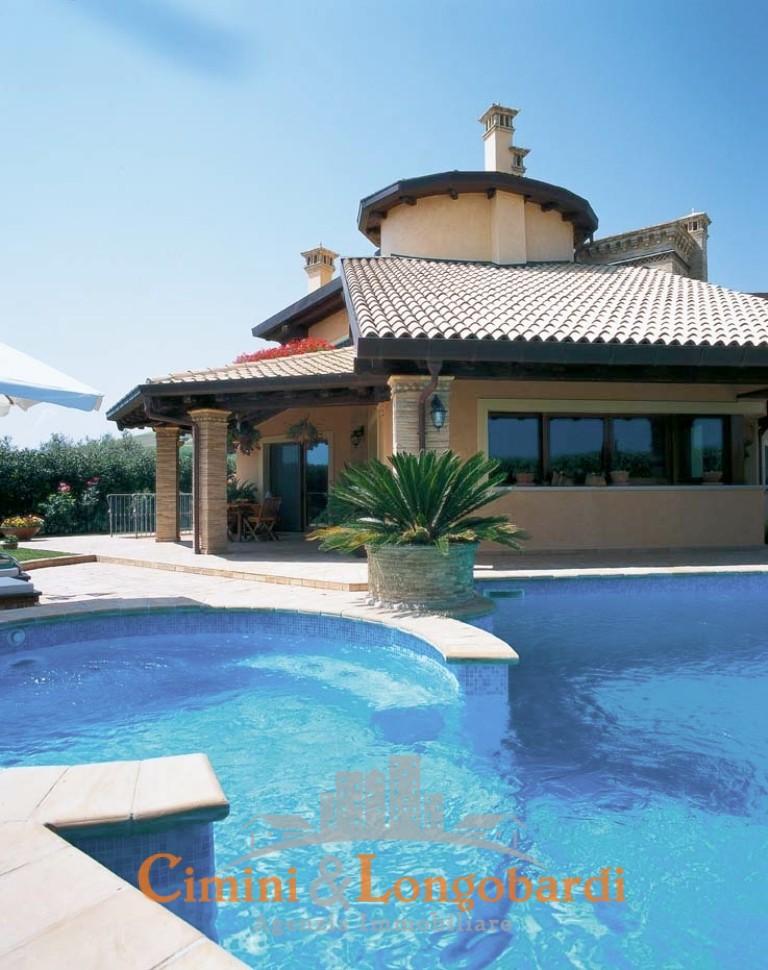 Vendesi stupenda villa a Pineto
