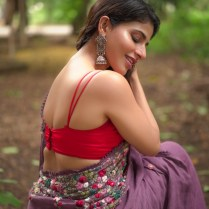 Iswarya Menon (4)