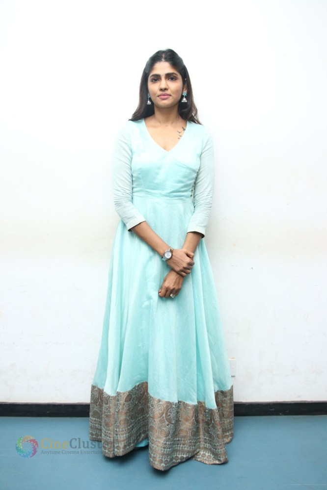 Kannum Kannum Kollaiyadithaal Press Meet Stills (9)