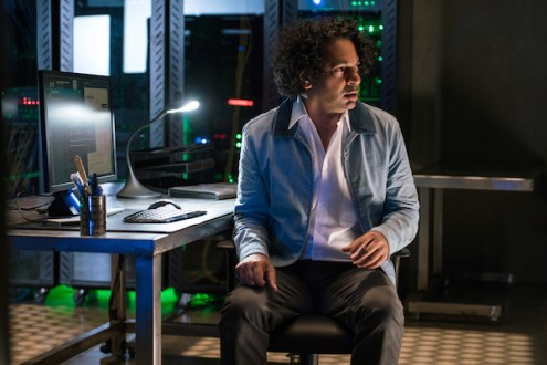 """THE X-FILES: Guest star Chris Logan in the """"Founder's Mutation season premiere, part two, episode of THE X-FILES airing Monday, Jan. 25 (8:00-9:00 PM ET/PT) on FOX. ©2016 Fox Broadcasting Co. Cr: Ed Araquel/FOX"""