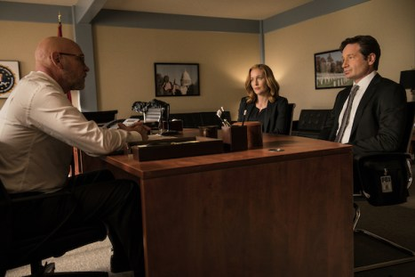 """THE X-FILES: L-R: Mitch Pileggi, Gillian Anderson and David Duchovny in the """"Founder's Mutation season premiere, part two, episode of THE X-FILES airing Monday, Jan. 25 (8:00-9:00 PM ET/PT) on FOX. ©2016 Fox Broadcasting Co. Cr: Ed Araquel/FOX"""