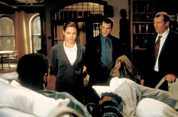 THE BONE COLLECTOR, Denzel Washington, Angelina Jolie, Mike McGlone, Ed O'Neill, 1999. ©Universal