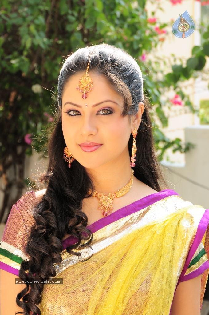 Pooja Bose - Pooja Bose in Saree | Veethi