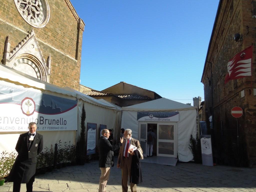 BenvenutoBrunello2012-Gori e marone Cinzano davanti al Brunello Village