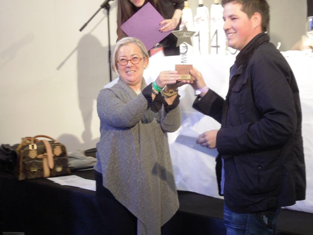 Zagabria - Wine Gourmet Weekend - Donatella Cinelli Colombini premia il miglior vino rosso al concorso WOW