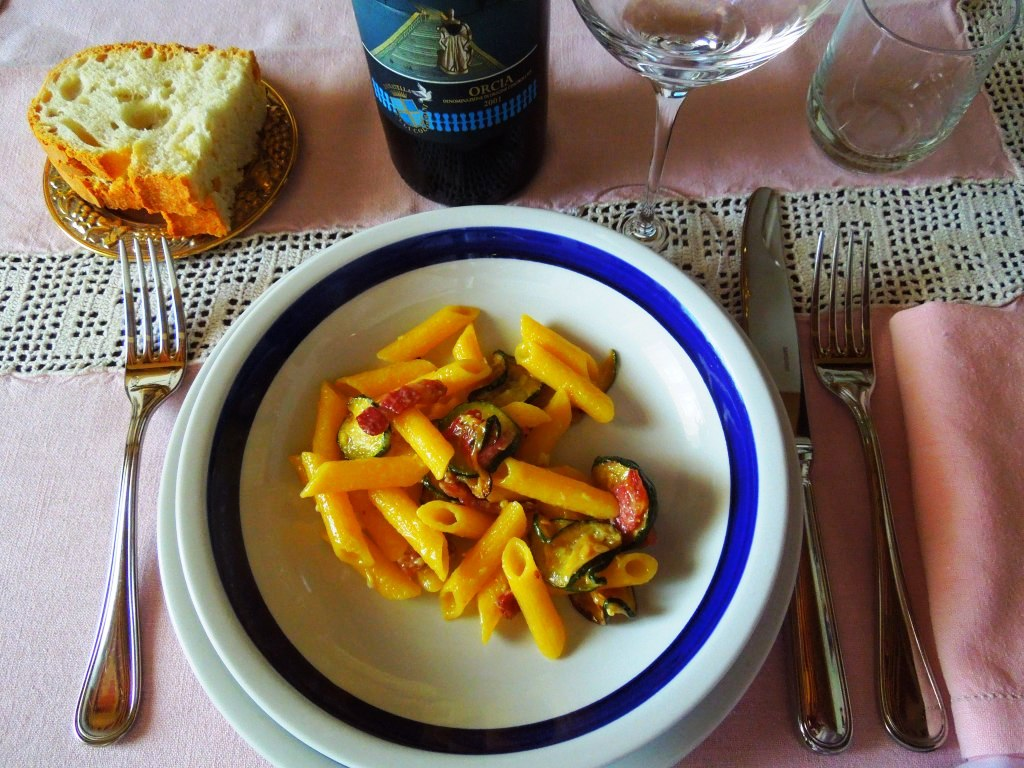 Carbonara-con-zucchine-speck-di-bufala