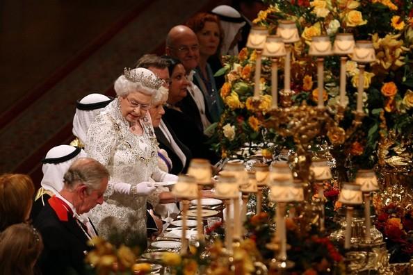Queen Elizabeth a tavola