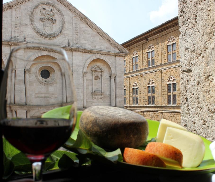 Arte, vino e formaggio a Pienza
