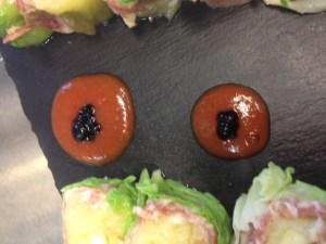 perle di caviale con ABM IGP su salsa di pomodoro