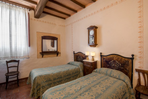 Agriturismo-Toscana-Fattoria-del-Colle-twin -room-guardia