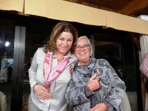 Maria Giulia Frova e Donatella Cinelli Colombini con le bamboline del Perù