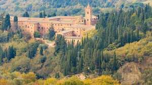 Monte-Oliveto-Maggiore-12km-dalla-Fattoria-del-Colle