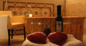 Fattoria del Colle massaggio di coppia e vinoterapia